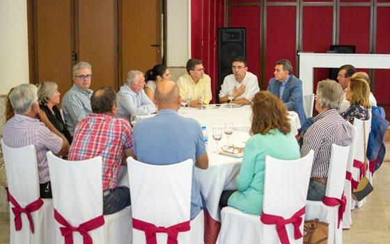 reunion con afectados por la inversion en energia fotovoltaica - copia