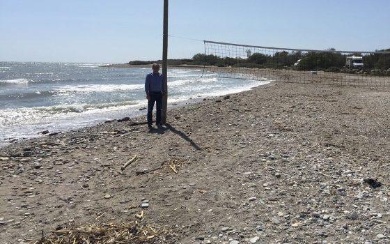 ramon luque, presidente de la junta local de matagorda-guardias viejas, en la playa de guardias viejas - copia