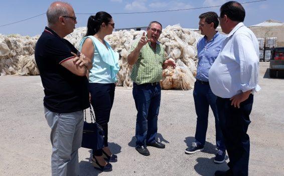 José Miguel Alarcón en una visita a una empresa de residuos plásticos junto a José Luis Sánchez Teruel, Noemí Cruz y Jesús Alcaraz Web