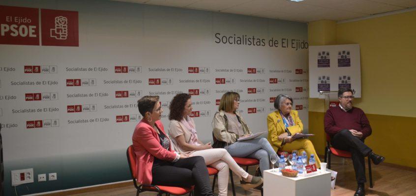 La mesa redonda 'La mujer en la vida política y sindical' pone de relieve las asignaturas pendientes en materia de feminismo e igualdad