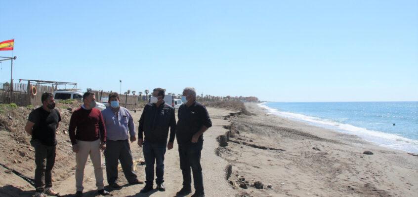 El PSOE de El Ejido traslada al Gobierno de España la necesidad de actuar para frenar la regresión del litoral en Balerma y Guardias Viejas